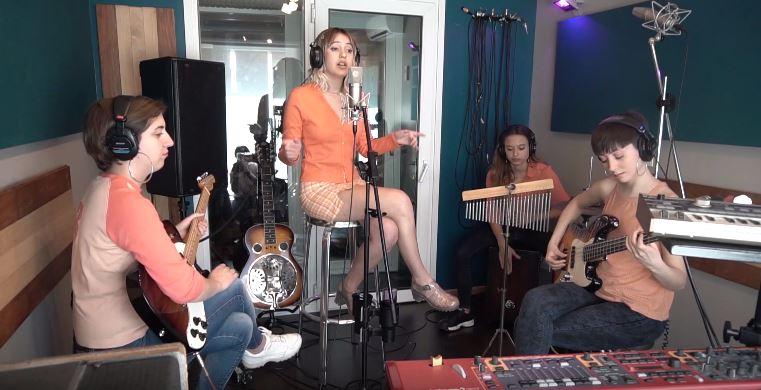 Louise y Banda en estudio Loto Azul