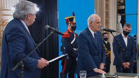 Taiana Jura como ministro de Defensa