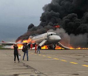 Rusia: Los dramáticos vídeos del incendio del avión