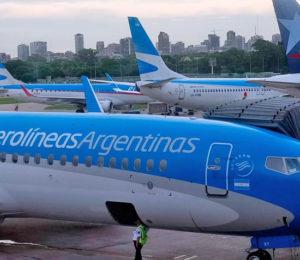 Pasajes de Aerolíneas Argentinas deberán pagar el 30% de impuesto sobre el dólar