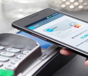 Seis de cada 10 argentinos usan el celular para hacer transacciones financieras