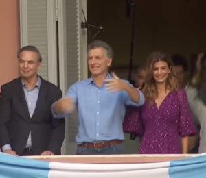 Mauricio Macri se despidió con una multitud en plaza de Mayo