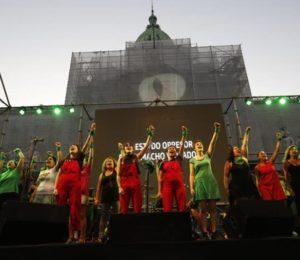 """""""El violador sos vos"""", se cantó en la marcha por el aborto legal"""