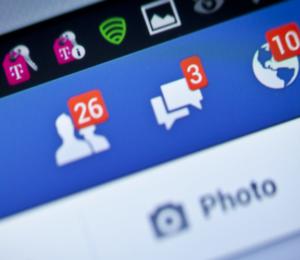 """El Gobierno acordó con Facebook implementar un """"chatbot"""" para informar sobre el coronavirus"""