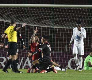 Colón goleó y arribó a las semifinales de la sudamericana