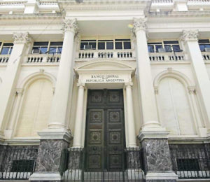 """El BCRA analiza la posibilidad de emitir billetes de alta denominación y terminar con las figuras de los """"animalitos"""""""