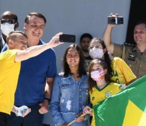 Brasil: Bolsonaro pone en jaque la democracia y asiste a un acto contra el Congreso y la Corte suprema.