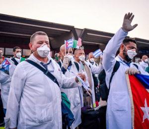 Críticas por la llegada de médicos cubanos