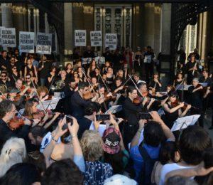 Protesta musical en el Teatro Colón