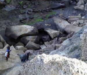 Santa Cruz: Violan a una mujer y asesinan a su hijo tirándolo de un acantilado