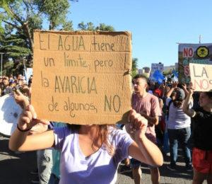 Mendoza: incidentes en multitudinaria marcha contra la ley minera que aprobó el Gobierno mendocino