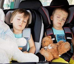 Manejar con niños: ¿Cómo lograr tener un viaje seguro y entretenido?