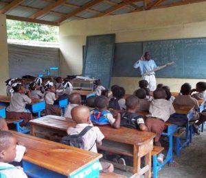 Haití: Mientras un enviado de Estados Unidos visita el país, reabren algunas escuelas en medio de crisis y protestas.